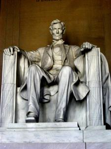 Statue of President Lincoln in WDC during day.
